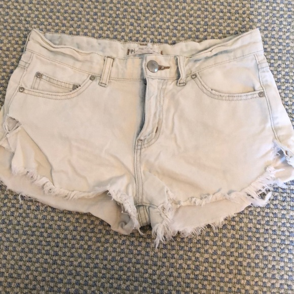 Free People Pants - FREE PEOPLE light wash shorts with rips